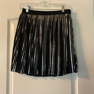Express pleated metallic skirt